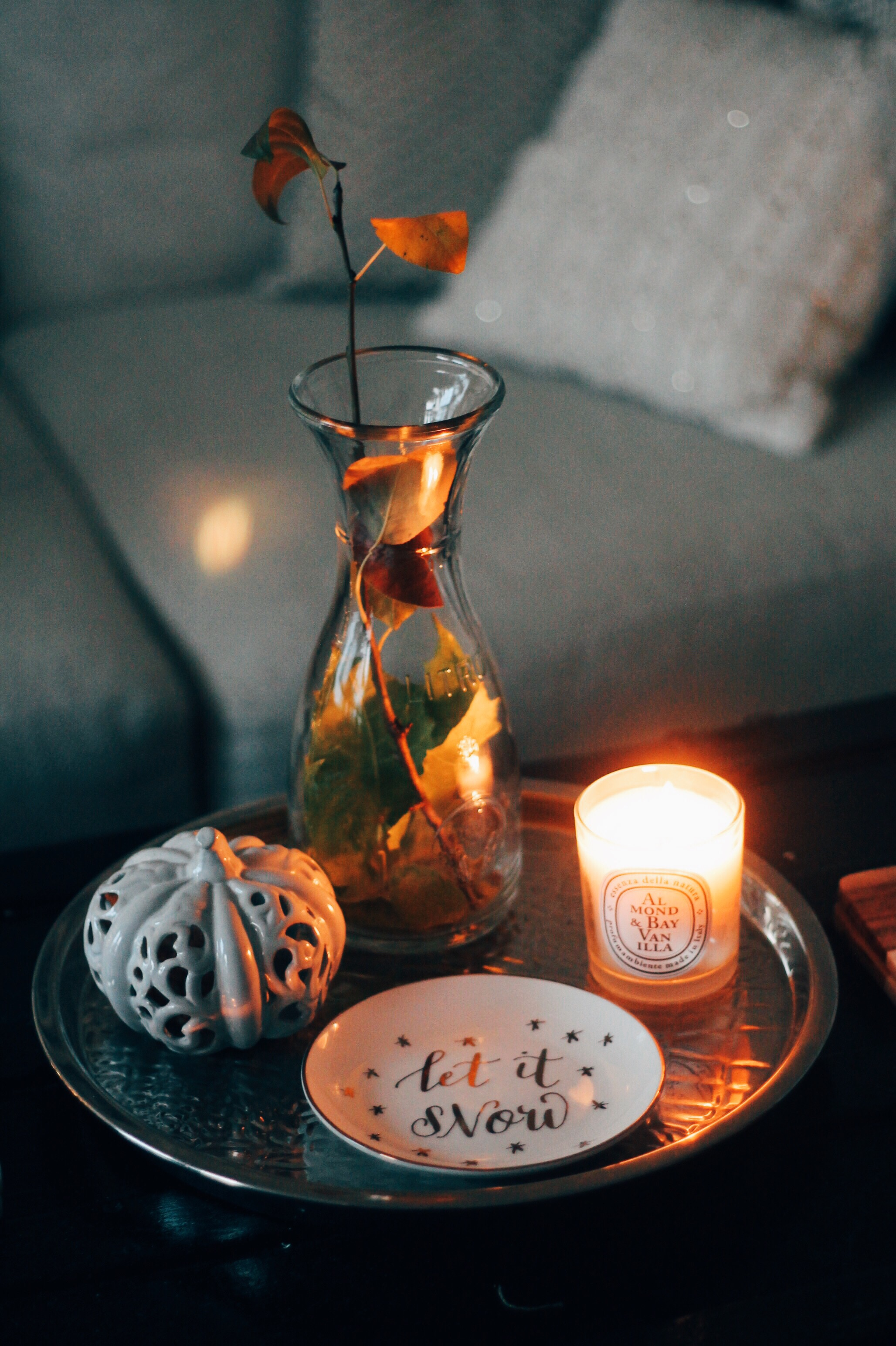 Minimalist + Festive Centerpiece (with things you probably already have)